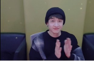 [V Report] Stray Kids' Bang Chan relishes music with fans