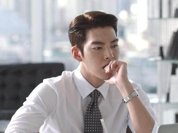 Kim Woo Bin Wears His Trademark Slicked Back Hairdo With Lots Of Pomade