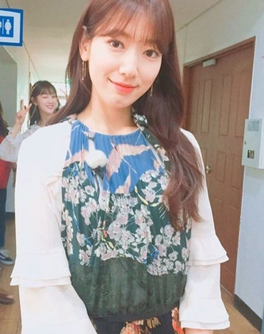 Park Shin Hye Compliments Lee Sung Kyung S Charms