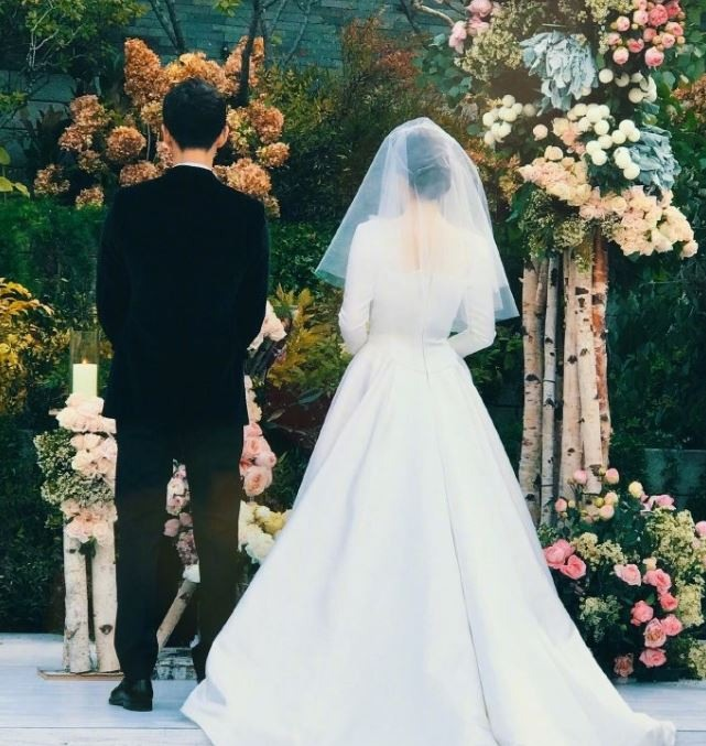 The skinny on Song Hye-kyo\'s stunning wedding gown
