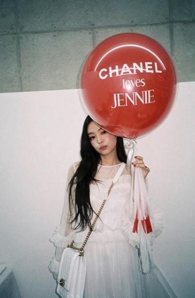Jennie juga disebut sangat loyal dengan brand yang satu ini (dok. Kpopherald)