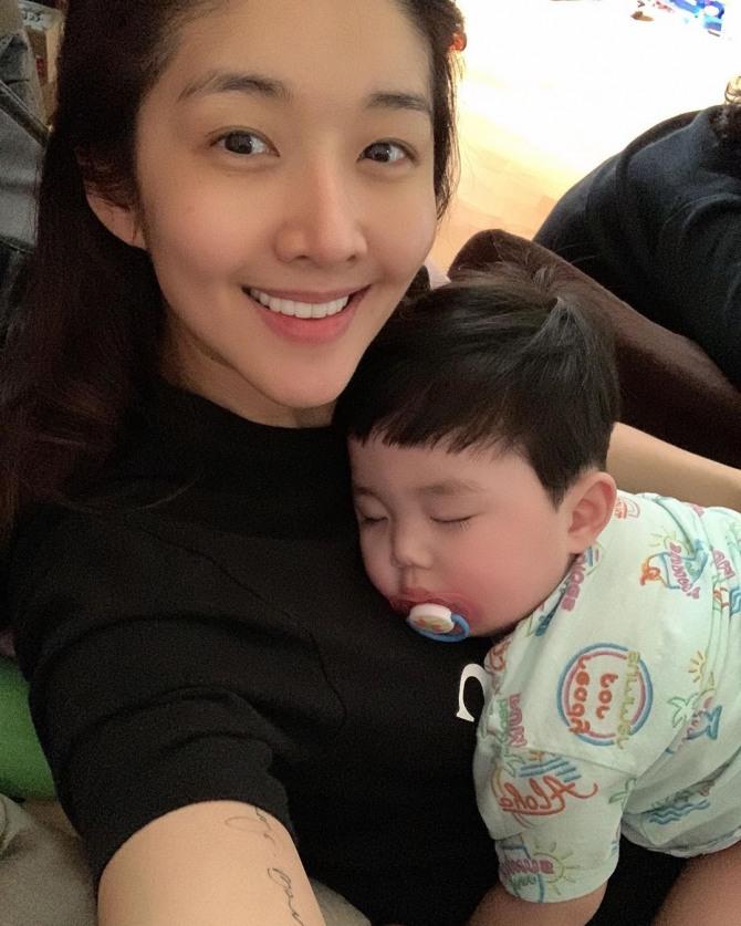 김빈우, 엄마 품에 찰싹 붙은 아들과 셀카..귀요미 코알라 같아