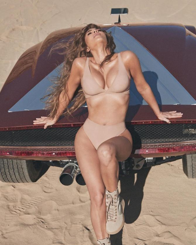 [할리웃POP]킴 카다시안, 대놓고 자랑하는 글래머 비키니 몸매