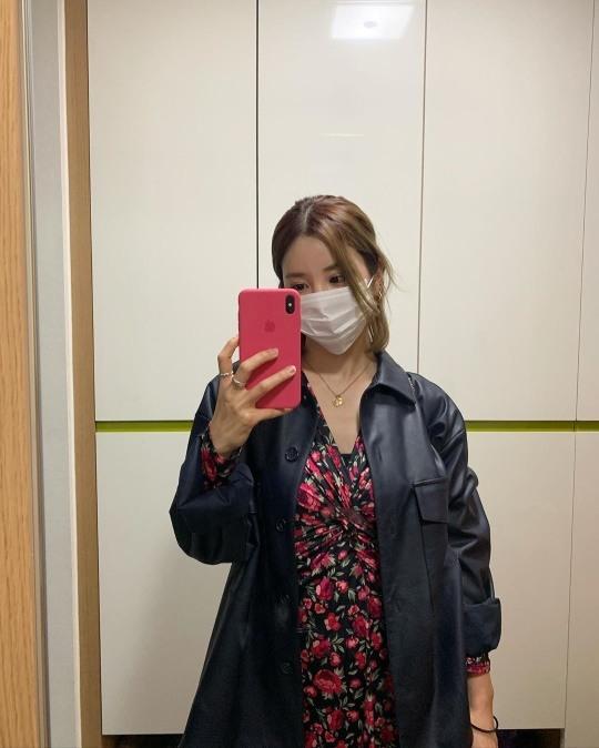 에이핑크 박초롱, 마스크 써도 예쁨 폭발..화려한 로즈 드레스