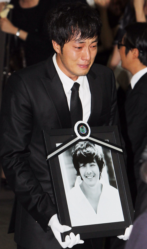 Park Yong Ha Rests In Peace