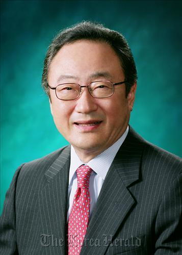 SaKong to attend WEF as Lee's special envoy - The Korea Herald