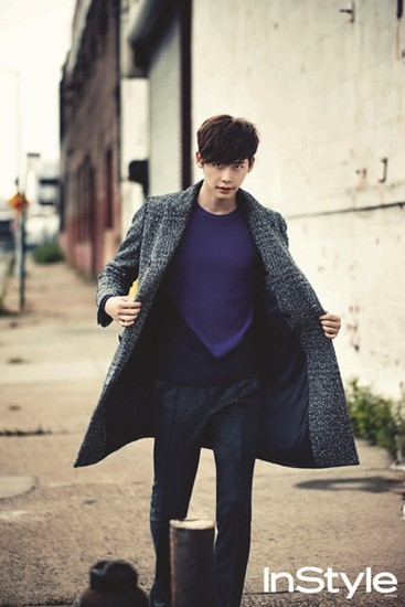 Actor Lee Jong-suk posed for fashion magazine InStyle Man. The actor gave  off a sexy charm and manly charisma 886a2d58d