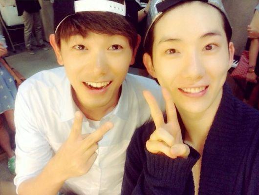 2AM Jo Kwon, Eric Nam beam in selfie
