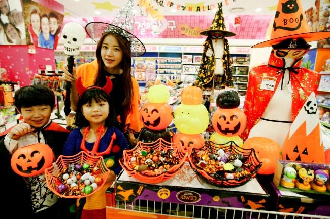 Weekender Businesses Tap Into Halloween Fever In Korea