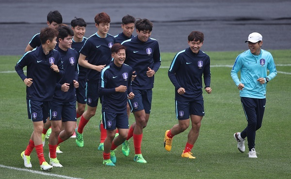 Korean coach to rest Barcelona prospects vs  England