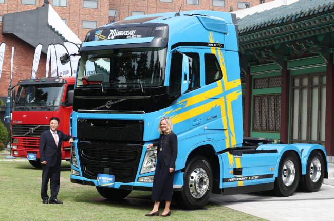 Head Of Volvo Trucks International S Division And Kim Young Jae President Korea Pose With A Limited Edition Truck Called