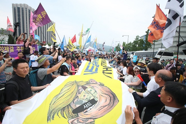 From the scene] Trump, fury, misunderstanding drive THAAD
