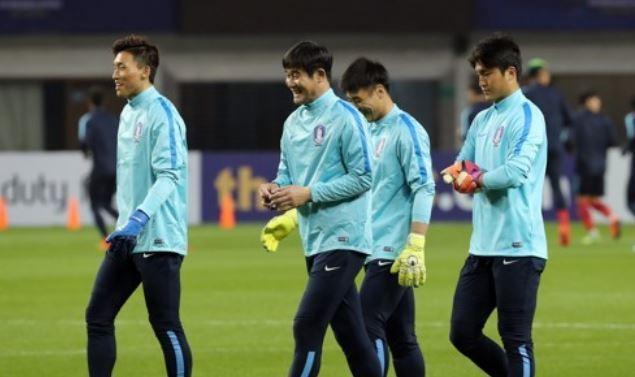 Korea replace injured goalkeeper for regional football