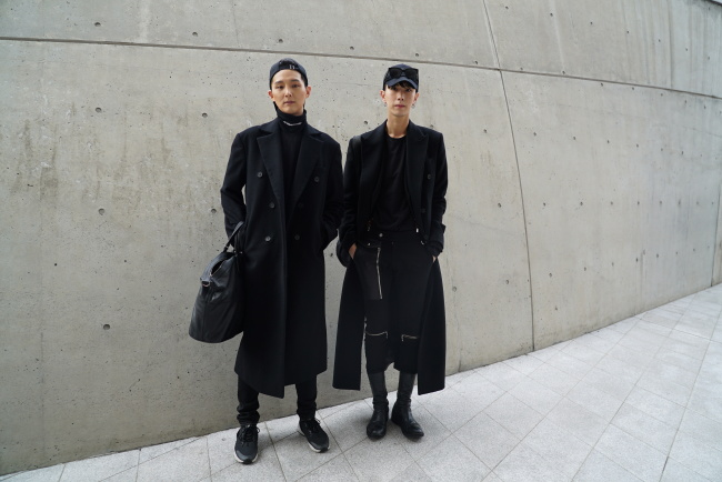 f86111821e91 The 2018 fall-winter Seoul Fashion Week, which opened Monday evening with a  showcase of Korea's traditional hanbok designer Kim Hye-soon, runs through  ...