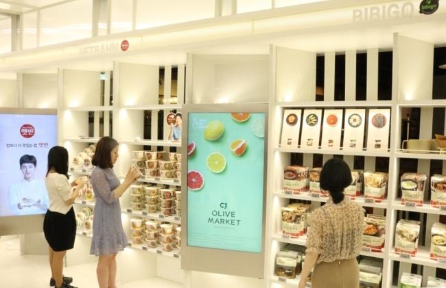 Photo News] CJ CheilJedang opens first HMR grocery store