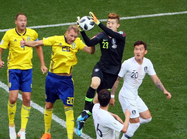 596321780 World Cup] Despite 1-0 loss, S. Korean goalkeeper makes impressive ...