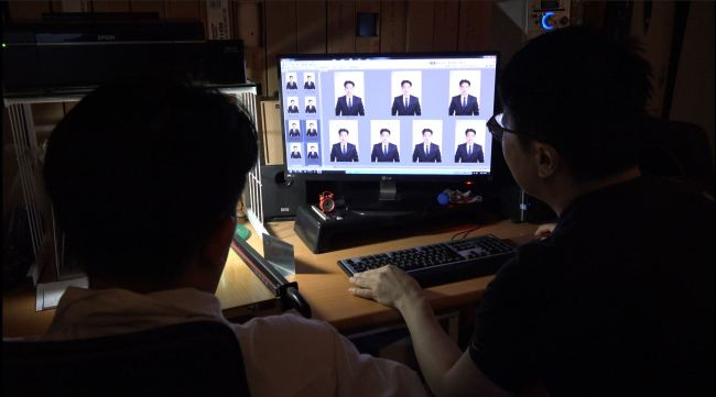Feature] Job seekers wrestling with photoshopped profiles