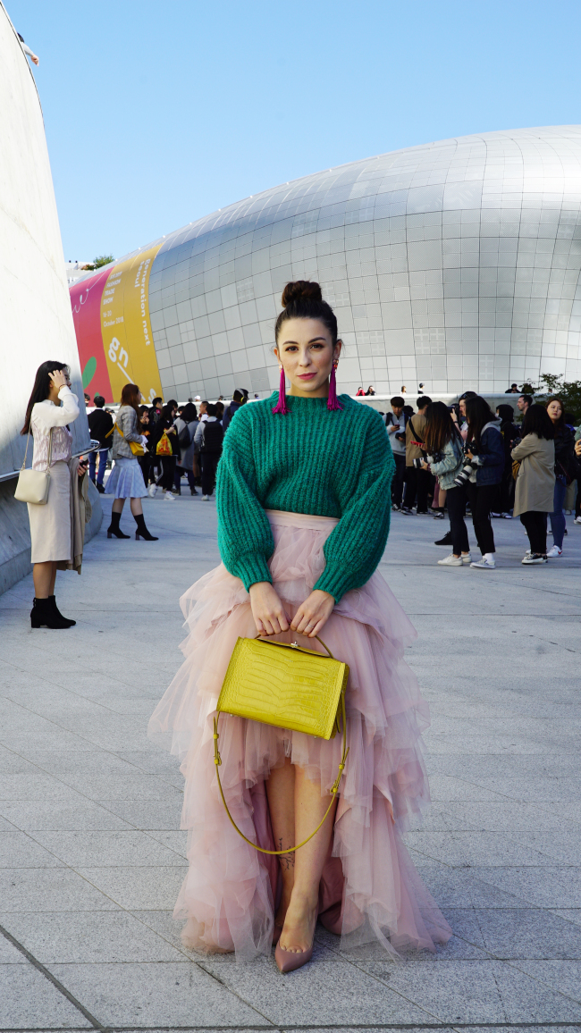Photo News] Street styles we noticed at 2019 S/S Seoul Fashion Week