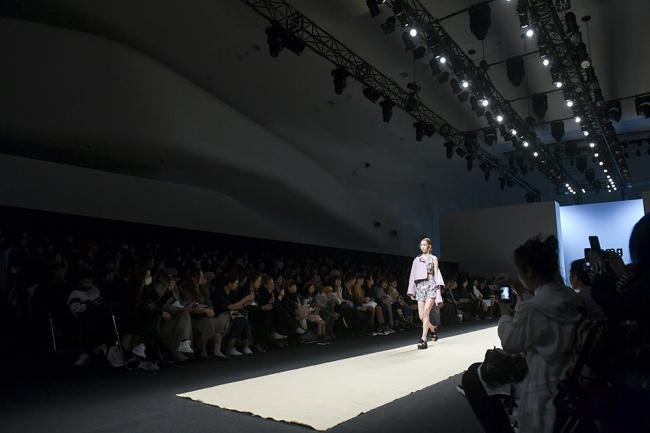 Seoul Fashion Scene Unfolds At Dongdaemun Design Plaza