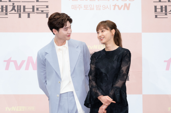 Video] Lee Na-young, Lee Jong-suk to show romance in