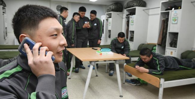 Feature] Mobile phones in barracks: Soldiers no longer under