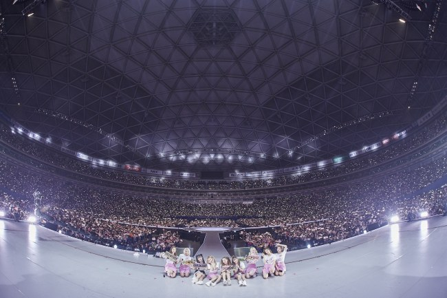 Twice wraps up dome tour in Japan, amassing 220,000 fans