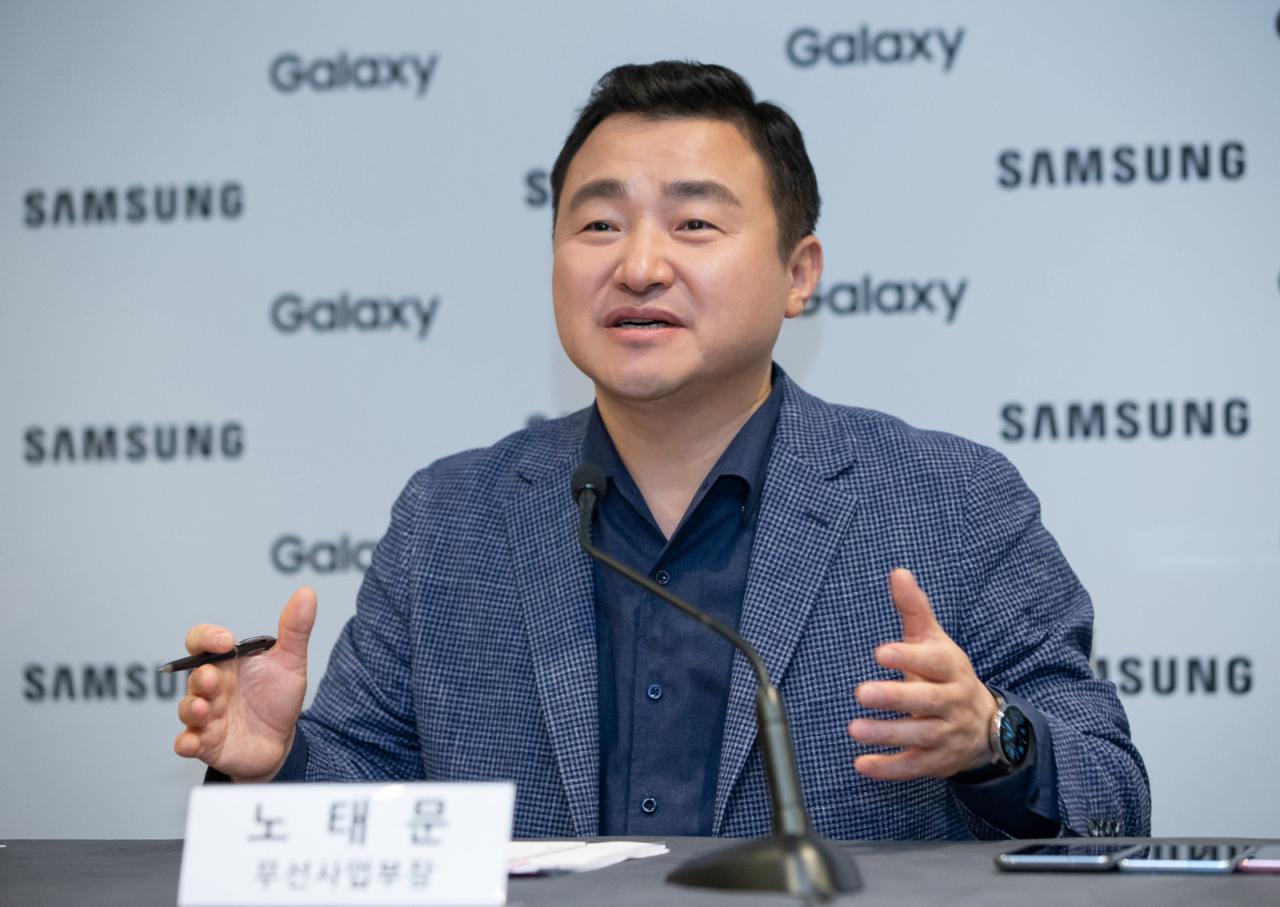 Presiden Ponsel Samsung Roh Tae-moon berbicara pada konferensi pers di San Francisco