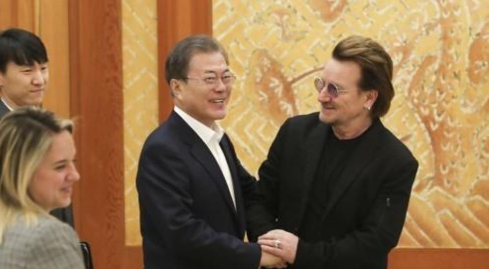 U2 leader asks S. Korean president to support Ireland in fight