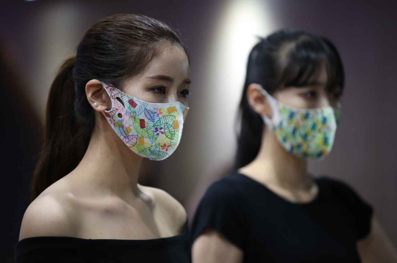 Colorful face masks gain popularity in Korea
