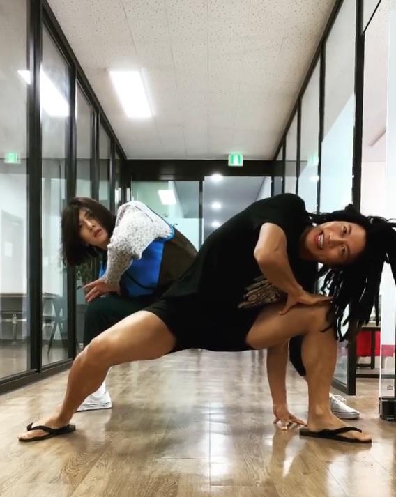 Actor Ji Chang-wook dances in dreadlocks. (Instagram)
