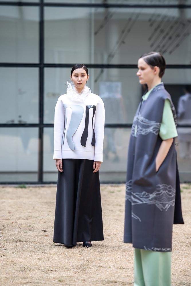 Models wear PARTsPARTs clothing at MMCA Seoul. (Seoul Fashion Week)