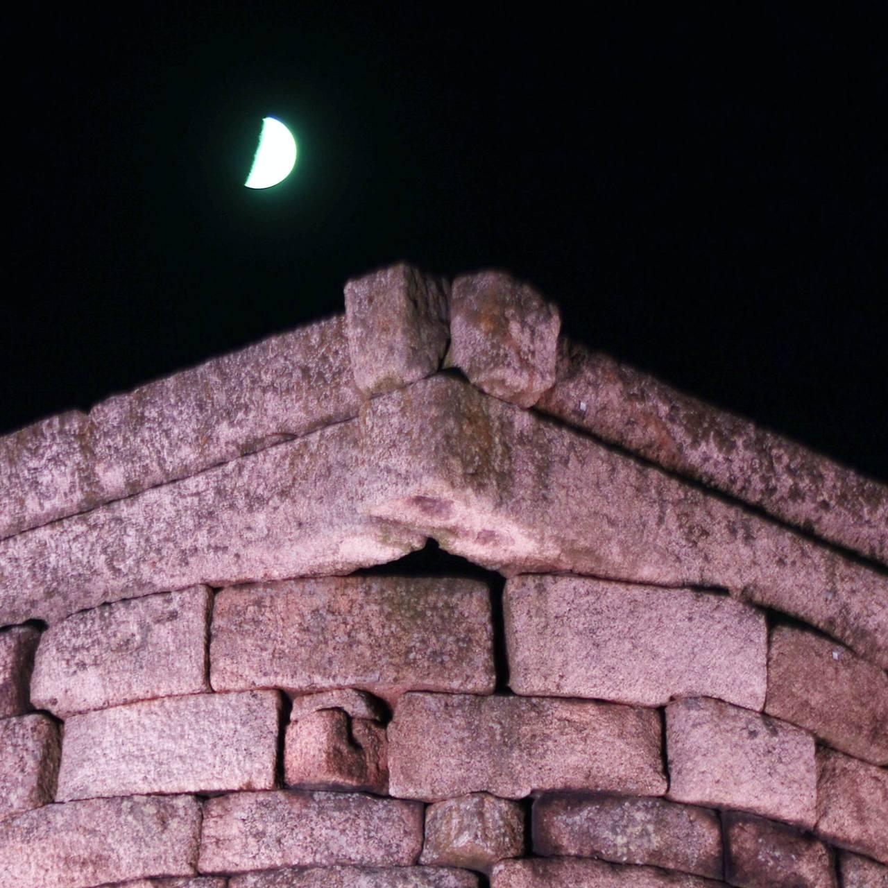 세계에서 가장 오래된 천문대인 첨성대는 633년 경북 경주시 신라에 세워졌다.  © 2020 강형원