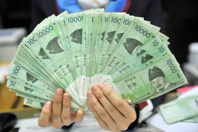 Number of fake banknotes hits 20-year low