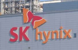 SK hynix shares hit new high on chip shortage