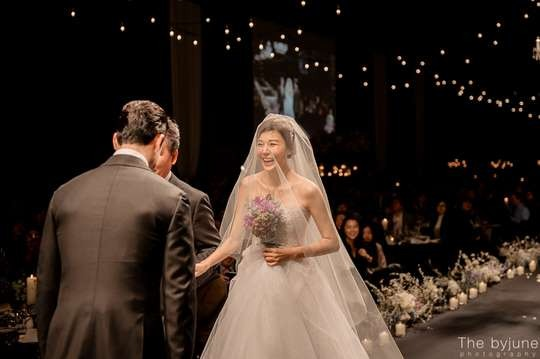 Kim Ha-neul's wedding photos revealed