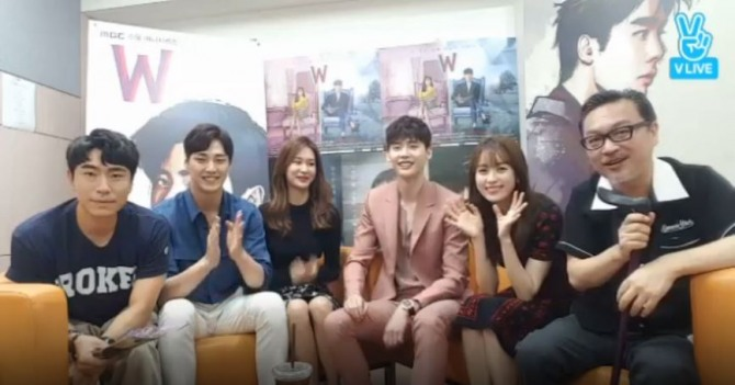 V Report Plus] Backstage with 'W' drama cast