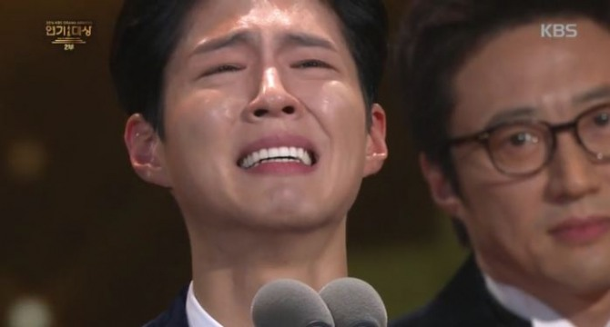 Song Joong-ki cried with Park Bo-gum
