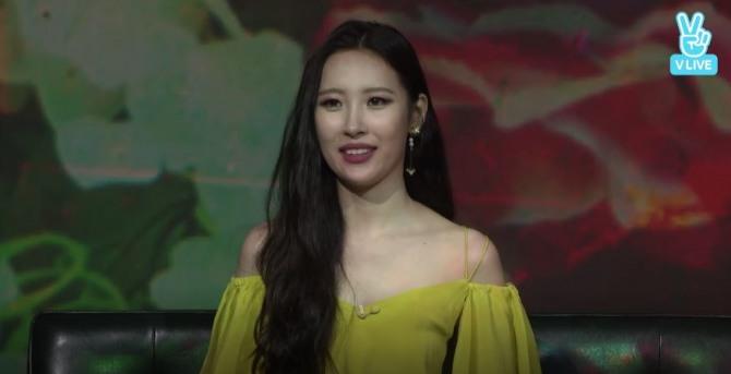 V Report] Sunmi promotes new solo single 'Gashina'