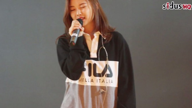 V Report] Kim Yoo-jung holds first fan meeting session