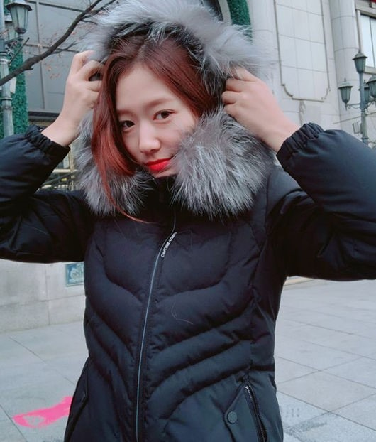 Park Shin-hye sends winter greetings to fans