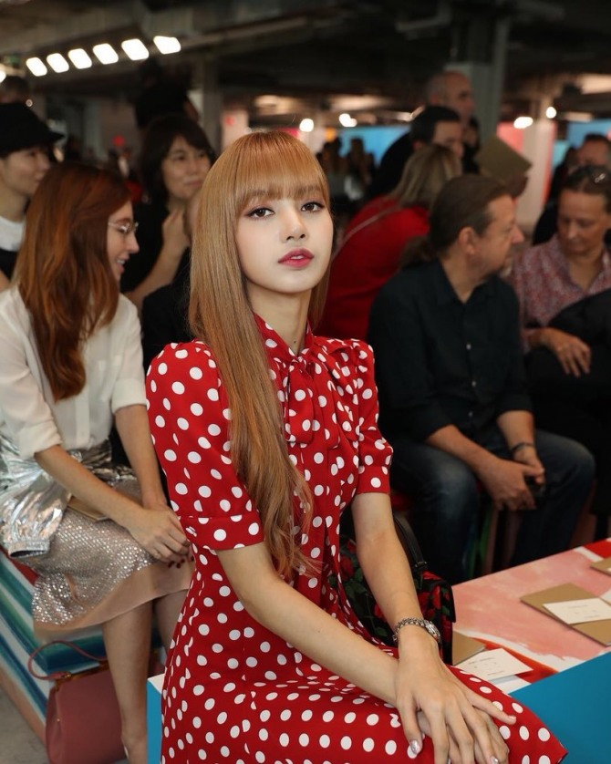 6ae68aed76281 Lisa, the band's Thai member, also grabbed our attention at Michael Kors'  Spring 2019 collection show at Pier 17, where she flaunted her fashion  sense in a ...