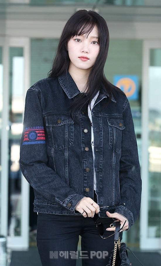 Lee Sung Kyung Cuts Dark Outbound Denim Look