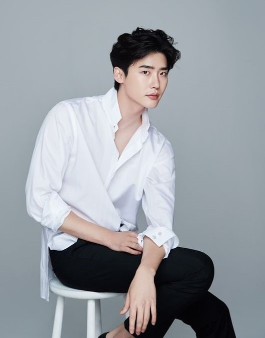 Lee Jong-suk to star in tvN rom-com
