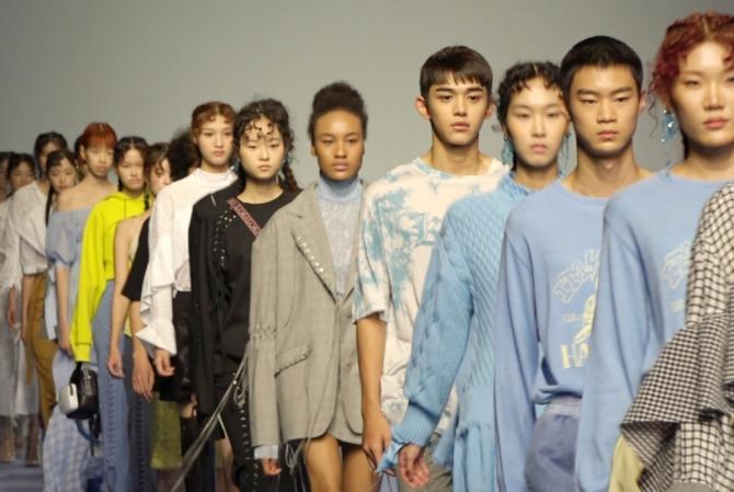 NCT's Lucas takes to catwalk in KYE show at Seoul Fashion