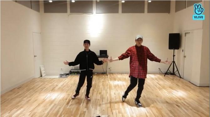 V Report] Kang Daniel teaches dance moves