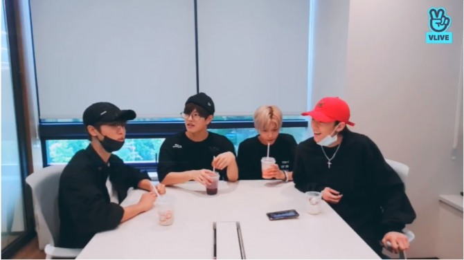 V Report] Stray Kids' 19-year-olds share memories