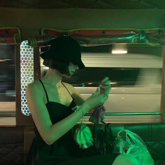 서예지, 짧은 단발머리+블랙 미니 드레스 완벽 소화..시크+섹시美 뚝뚝