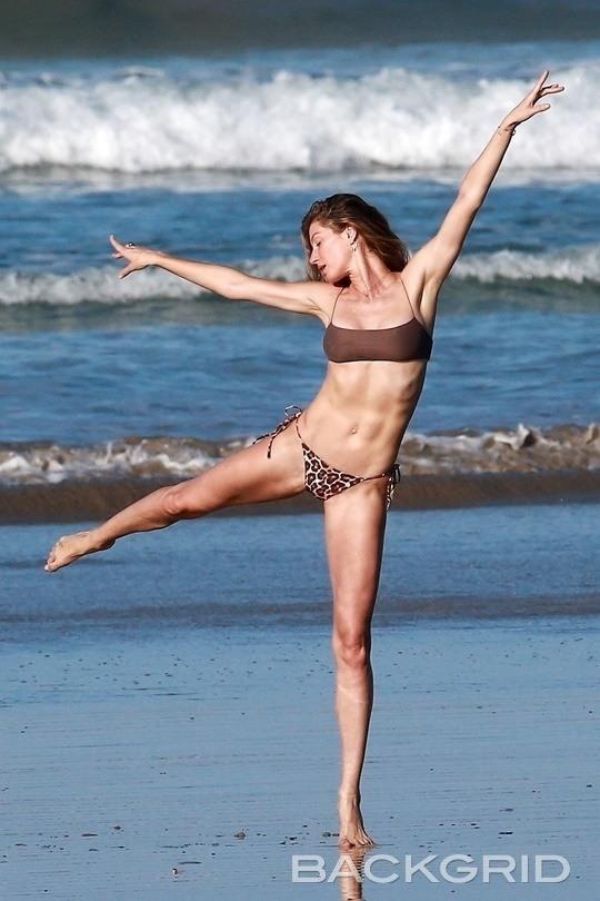 [할리웃POP]지젤 번천, 39세의 완벽한 비키니 몸매..그저 감탄만
