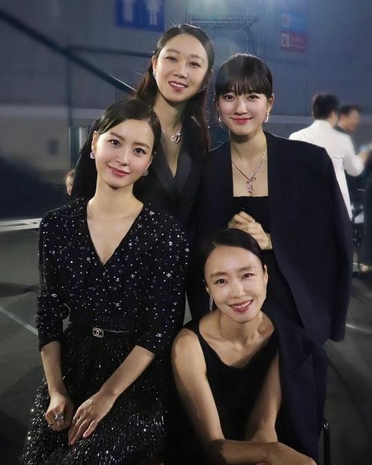 수지, 전도연X공효진X정유미와 블랙 드레스로 멋쁨 자랑