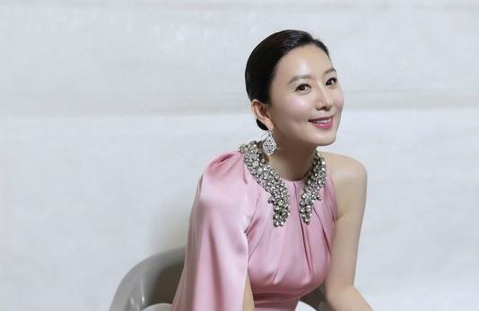 '최우수상' 김희애, 우아한 핑크빛 드레스 자태